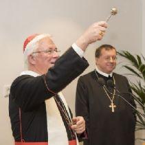Erzbischof Lackner segnete mit Abt Johannes Perkmann & Erzabt Korbinian Birnbacher das renovierte Heim. © Erzdiözese Salzburg /Kolarik
